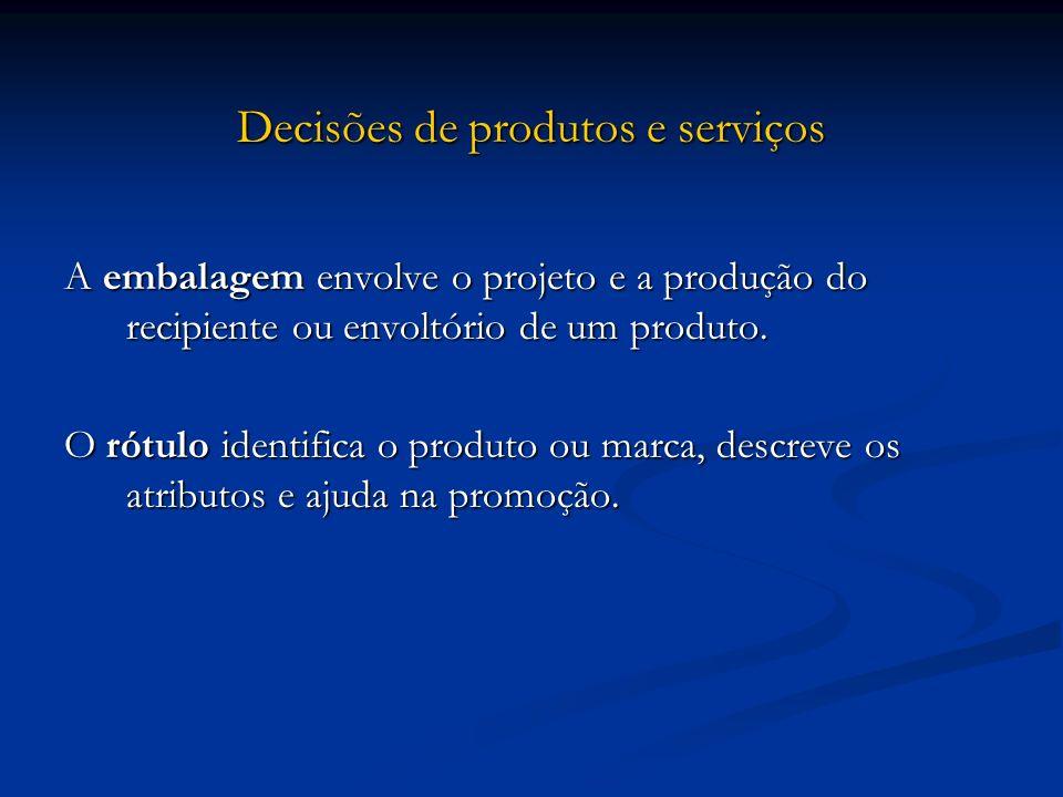 Decisões de produtos e serviços A embalagem envolve o projeto e a produção do recipiente ou envoltório de um produto. O rótulo identifica o produto ou