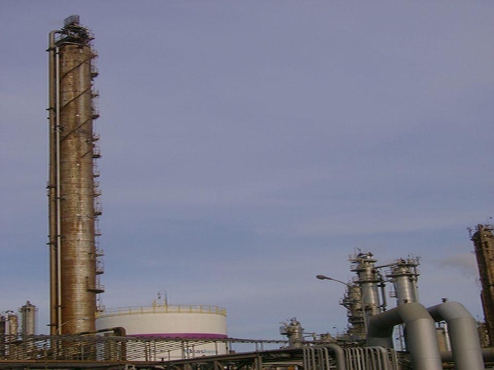 OBTENÇÃO O processamento do petróleo é feito em uma Refinaria de Petróleo. O processamento do petróleo é feito em uma Refinaria de Petróleo. O process
