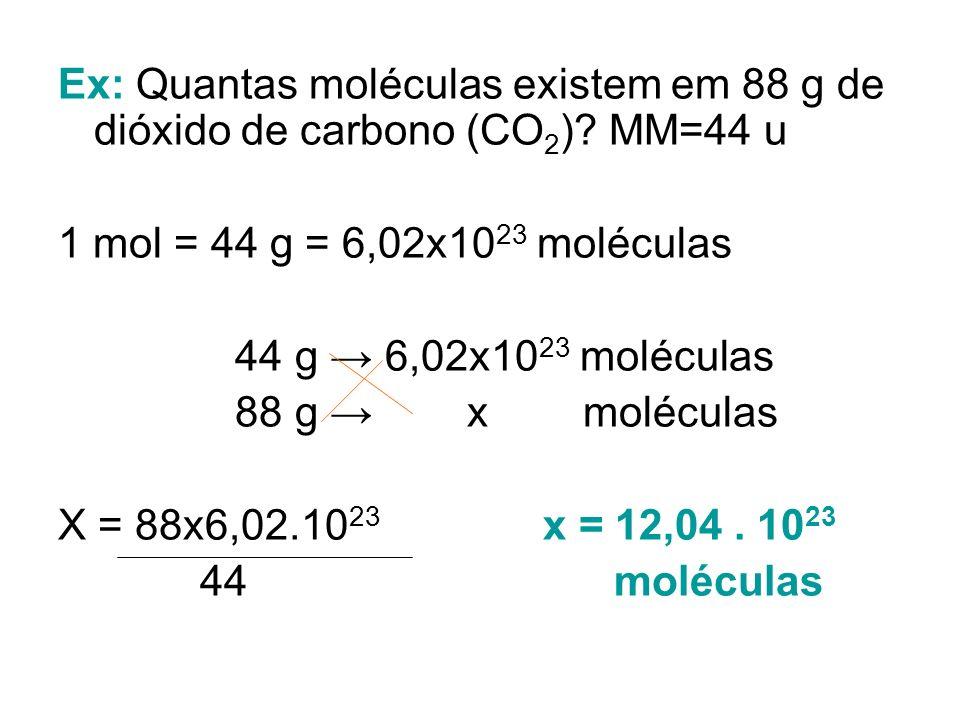 EX: Calcule quantos átomos temos em 60 g de cálcio. Ca = 40 u M = 1 mol = 40 g = 6,02x10 23 átomos 40 g 6,02x10 23 átomos 60 g x átomos X = 60 x 6,02x