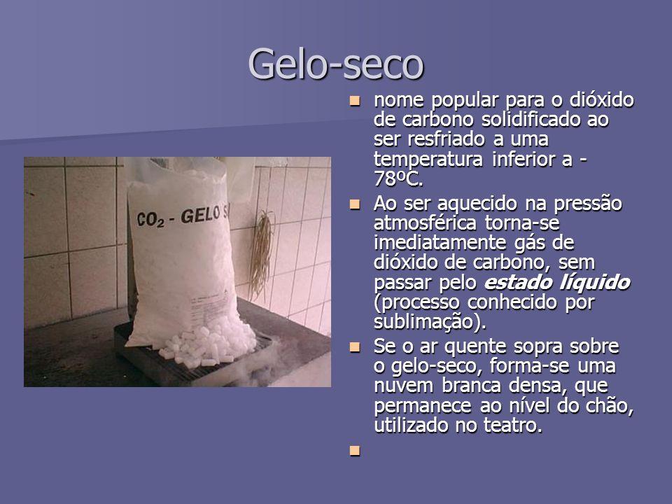 Gelo-seco nome popular para o dióxido de carbono solidificado ao ser resfriado a uma temperatura inferior a - 78ºC. nome popular para o dióxido de car
