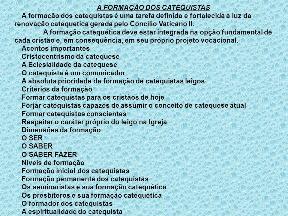 A FORMAÇÃO DOS CATEQUISTAS A formação dos catequistas é uma tarefa definida e fortalecida à luz da renovação catequética gerada pelo Concílio Vaticano