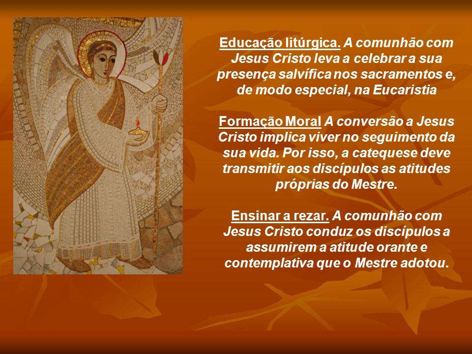 Educação litúrgica. A comunhão com Jesus Cristo leva a celebrar a sua presença salvífica nos sacramentos e, de modo especial, na Eucaristia Formação M