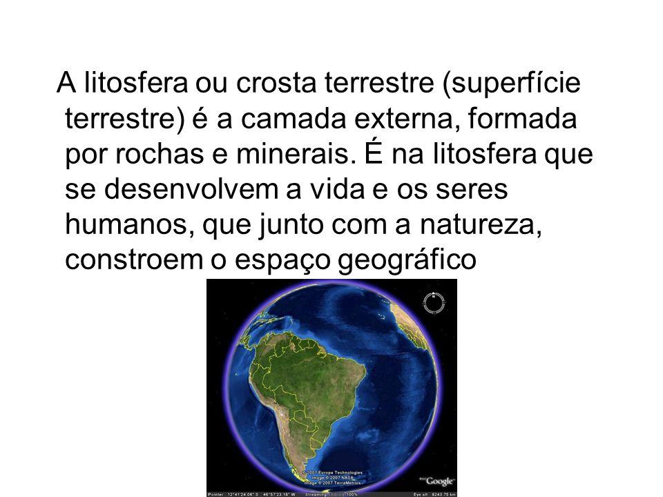 A litosfera ou crosta terrestre (superfície terrestre) é a camada externa, formada por rochas e minerais. É na litosfera que se desenvolvem a vida e o