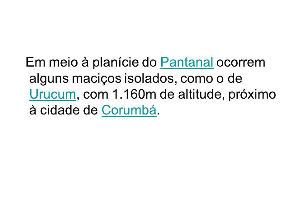 Em meio à planície do Pantanal ocorrem alguns maciços isolados, como o de Urucum, com 1.160m de altitude, próximo à cidade de Corumbá.Pantanal UrucumC