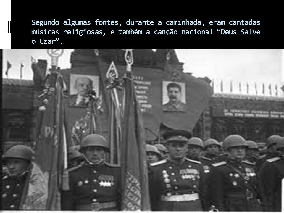 No domingo do dia 22 de Janeiro de 1905 (9 de janeiro, segundo o calendário juliano, vigente no país, na época), foi organizada uma manifestação pacífica e em marcha lenta, liderada pelo padre ortodoxo e membro da Okhrana, Gregori Gapone, com destino ao Palácio de Inverno do czar Nicolau II, em São Petersburgo, com o objetivo de entregar uma petição, assinada por cerca de 135 mil trabalhadores, reivindicando direitos ao povo, como reforma agrária, tolerância religiosa, fim da censura, a presença de representantes do povo no governo e melhores condições de vida