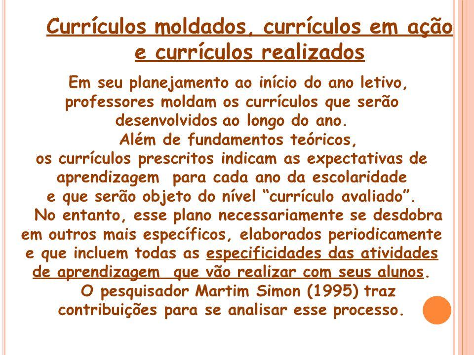 Currículos moldados, currículos em ação e currículos realizados Em seu planejamento ao início do ano letivo, professores moldam os currículos que serã