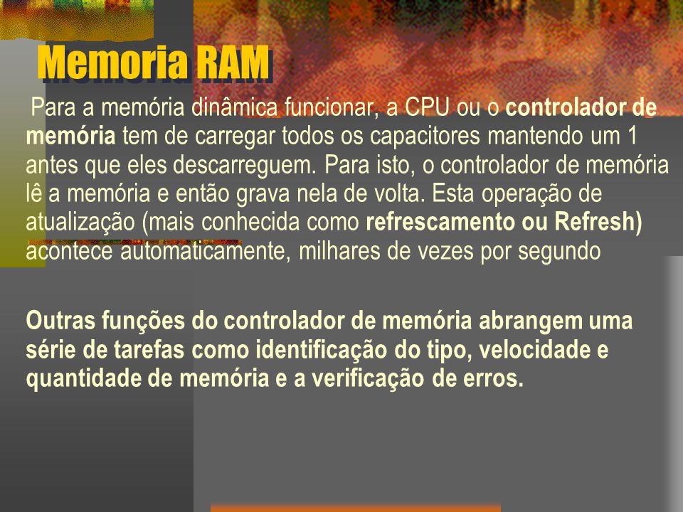 Memoria RAM Para a memória dinâmica funcionar, a CPU ou o controlador de memória tem de carregar todos os capacitores mantendo um 1 antes que eles des