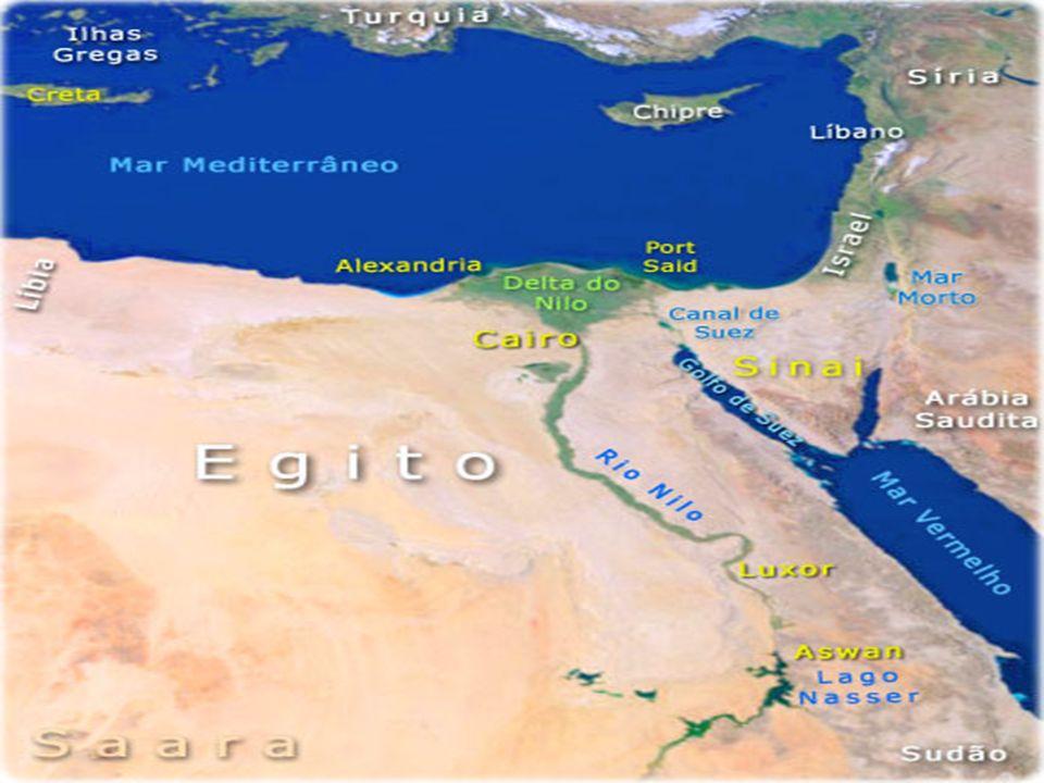 Egito Antigo Assim como a região da MESOPOTÂMIA o EGITO ANTIGO, integra uma ÁREA MAIOR conhecida como CRESCENTE FÉRTIL, esta região recebeu este nome, pelo fato do seu formato ter a aparência de uma LUA na fase CRESCENTE.