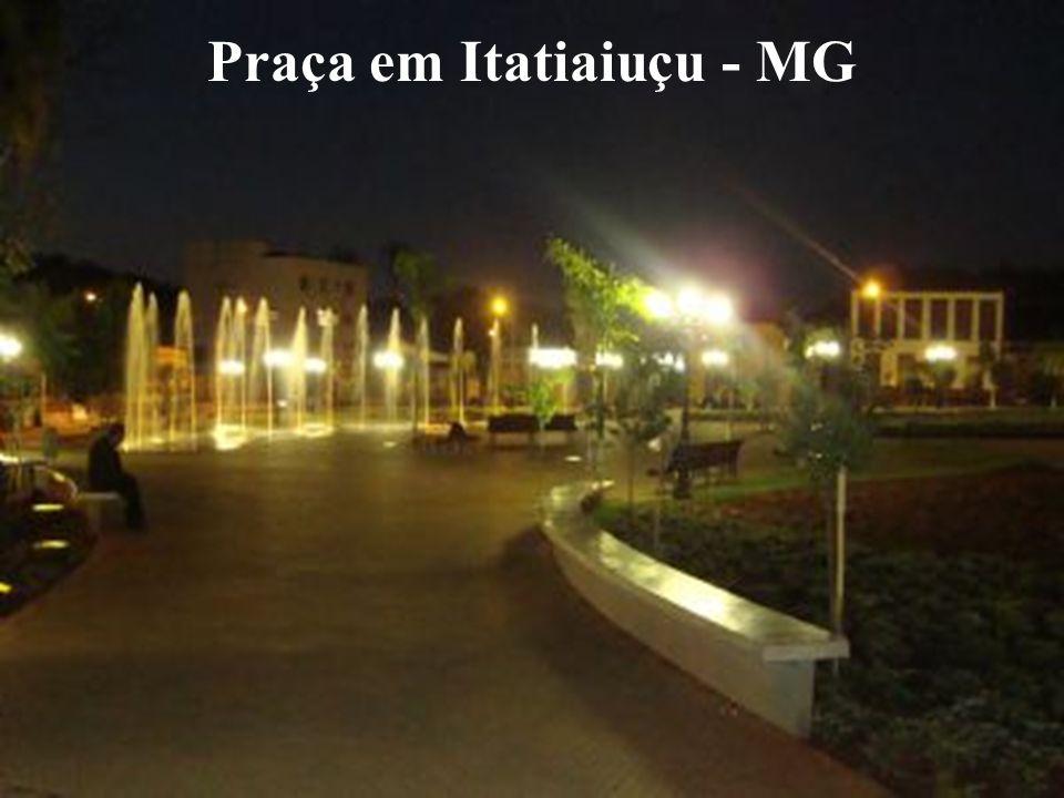 Praça em Itatiaiuçu - MG