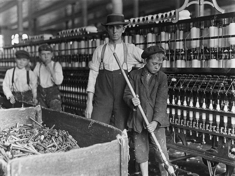Novas relações de trabalho: trabalhador só é dono de sua própria força de trabalho.
