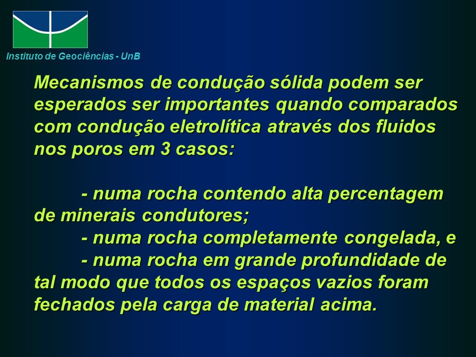 A habilidade relativa de um material conduzir eletricidade quando uma voltagem é aplicada e expressa como condutividade; inversamente, a resistência oferecida por um material ao fluxo de corrente é expressa em termos de resistividade.