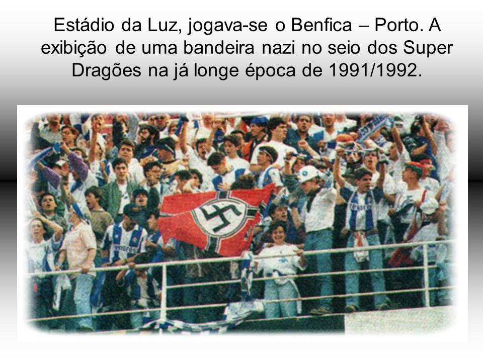Estádio da Luz, jogava-se o Benfica – Porto. A exibição de uma bandeira nazi no seio dos Super Dragões na já longe época de 1991/1992.