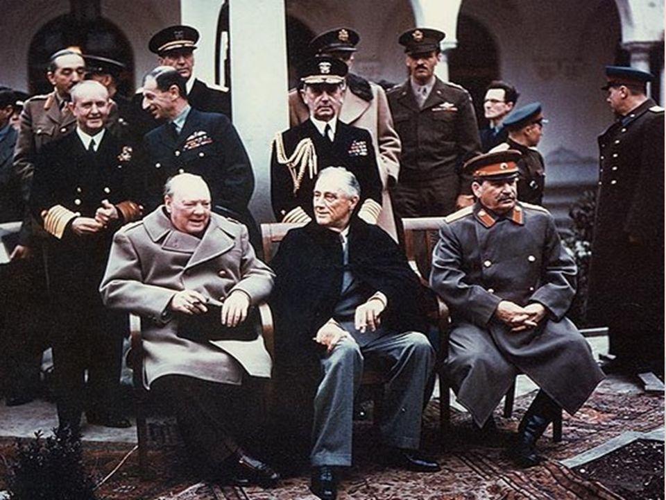 DOUTRINA TRUMAN (1947) Após a Guerra, houve uma ascensão de partidos socialistas em vários países europeus.