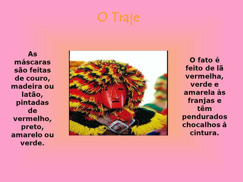 O Traje As máscaras são feitas de couro, madeira ou latão, pintadas de vermelho, preto, amarelo ou verde. O fato é feito de lã vermelha, verde e amare