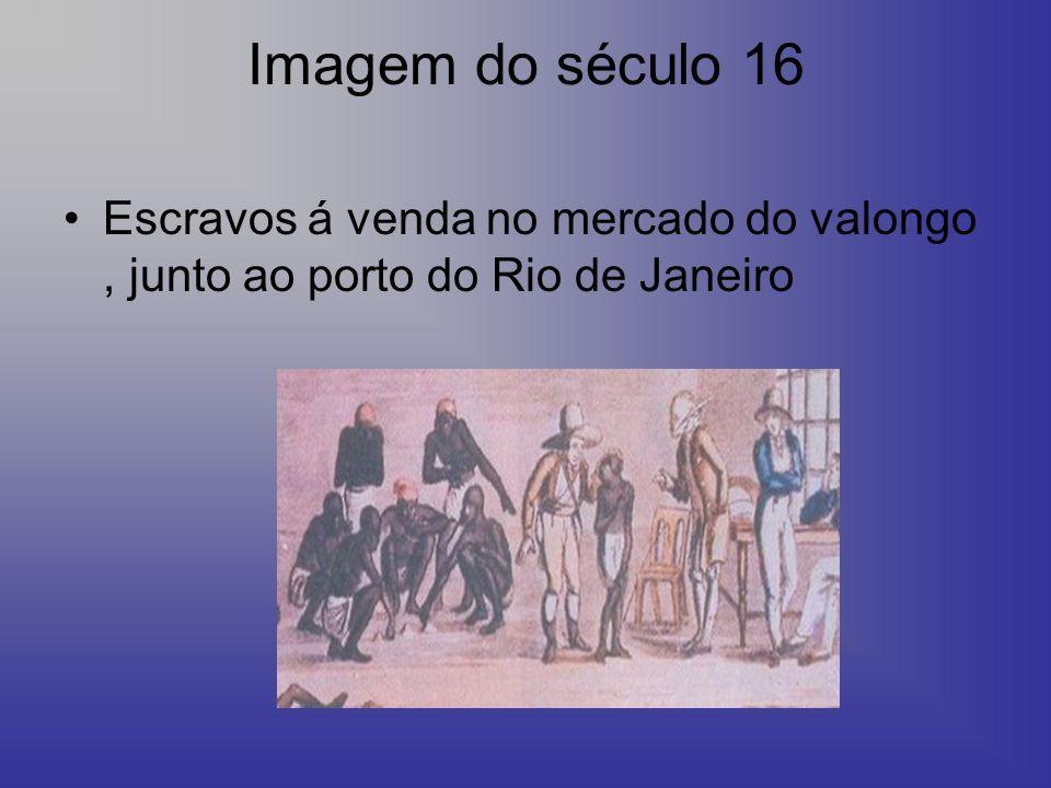 Imagem do século 16 Escravos á venda no mercado do valongo, junto ao porto do Rio de Janeiro