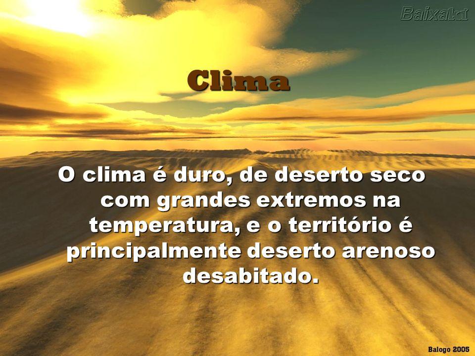 Clima O clima é duro, de deserto seco com grandes extremos na temperatura, e o território é principalmente deserto arenoso desabitado.