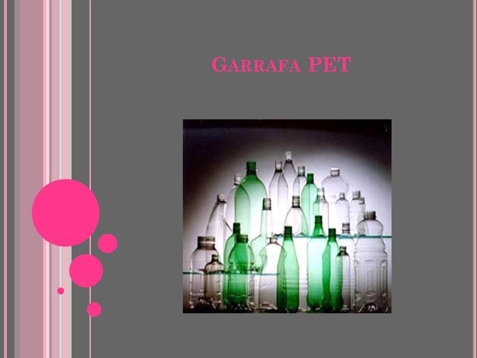P LÁSTICOS O período entre 1920 e 1950 foi decisivo para o surgimento dos polímeros modernos. Durante a década de 1960 surgem os plásticos de engenhar