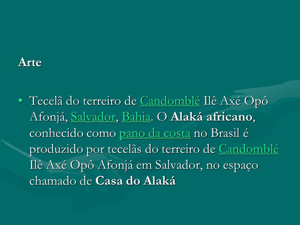 Arte Tecelã do terreiro de Candomblé Ilê Axé Opô Afonjá, Salvador, Bahia. O Alaká africano, conhecido como pano da costa no Brasil é produzido por tec