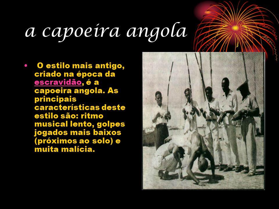 a capoeira angola O estilo mais antigo, criado na época da escravidão, é a capoeira angola. As principais características deste estilo são: ritmo musi