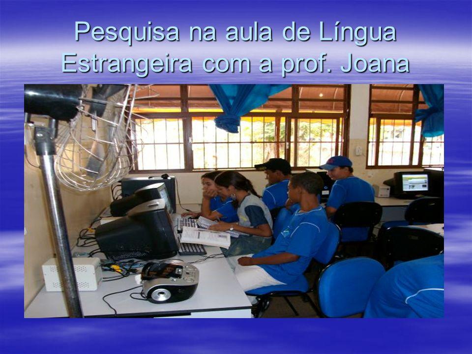 Pesquisa na aula de Língua Estrangeira com a prof. Joana