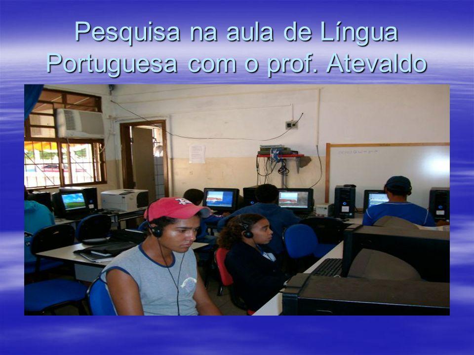 Pesquisa na aula de Língua Portuguesa com o prof. Atevaldo