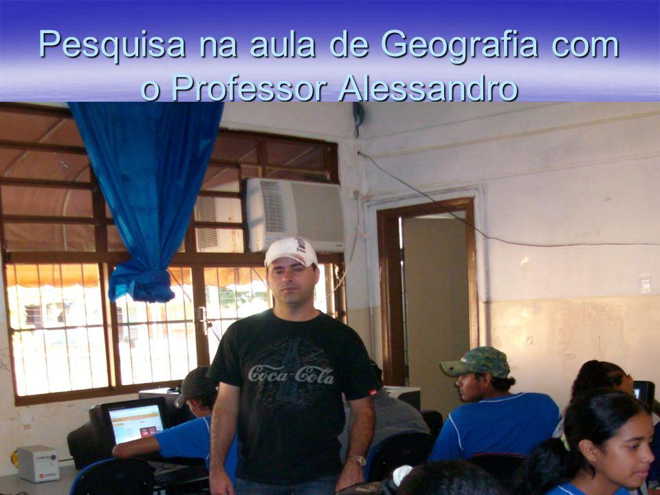 Pesquisa na aula de Geografia com o Professor Alessandro