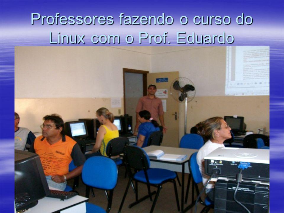 Professores fazendo o curso do Linux com o Prof. Eduardo