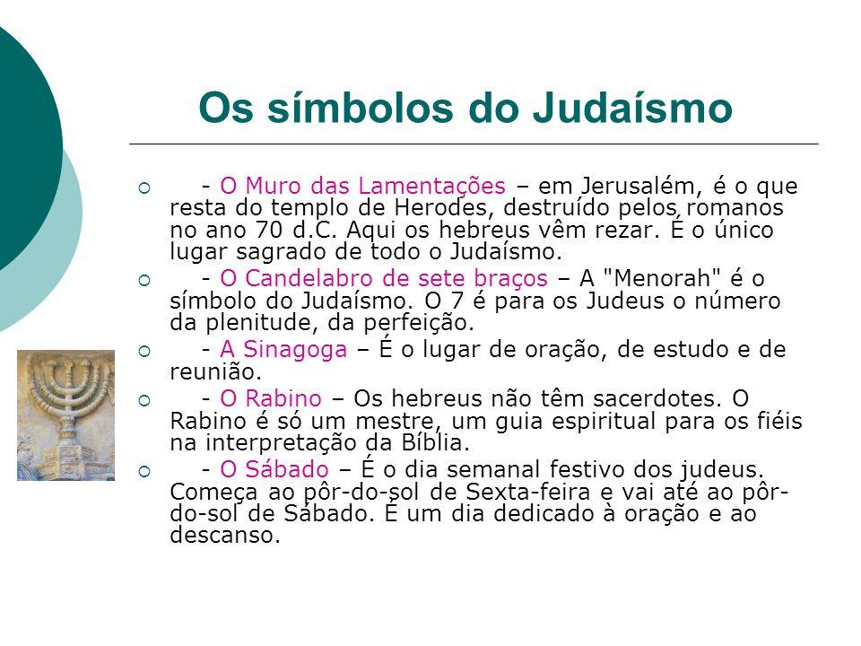 Os símbolos do Judaísmo - O Muro das Lamentações – em Jerusalém, é o que resta do templo de Herodes, destruído pelos romanos no ano 70 d.C. Aqui os he