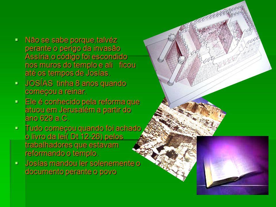 Não se sabe porque,talvéz perante o perigo da invasão Assíria,o código foi escondido nos muros do templo e ali ficou até os tempos de Josías. Não se s
