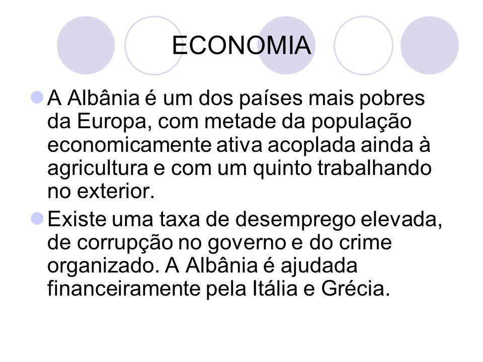 ECONOMIA A Albânia é um dos países mais pobres da Europa, com metade da população economicamente ativa acoplada ainda à agricultura e com um quinto tr