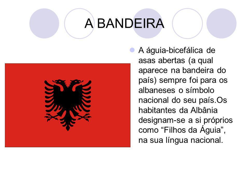 A BANDEIRA A águia-bicefálica de asas abertas (a qual aparece na bandeira do país) sempre foi para os albaneses o símbolo nacional do seu país.Os habi