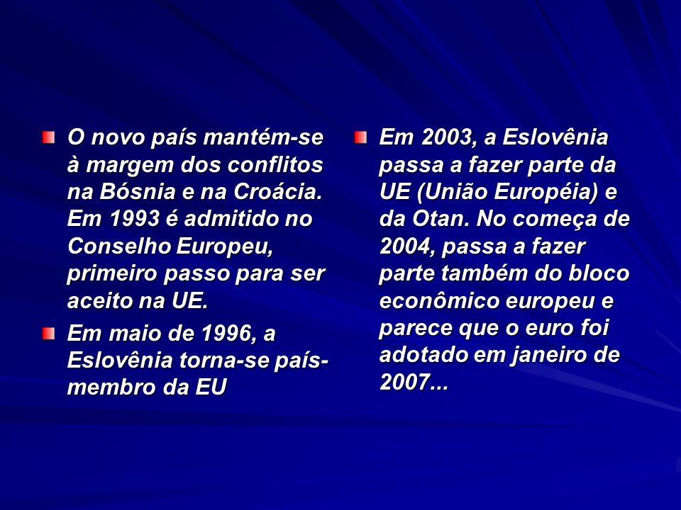 O novo país mantém-se à margem dos conflitos na Bósnia e na Croácia. Em 1993 é admitido no Conselho Europeu, primeiro passo para ser aceito na UE. Em