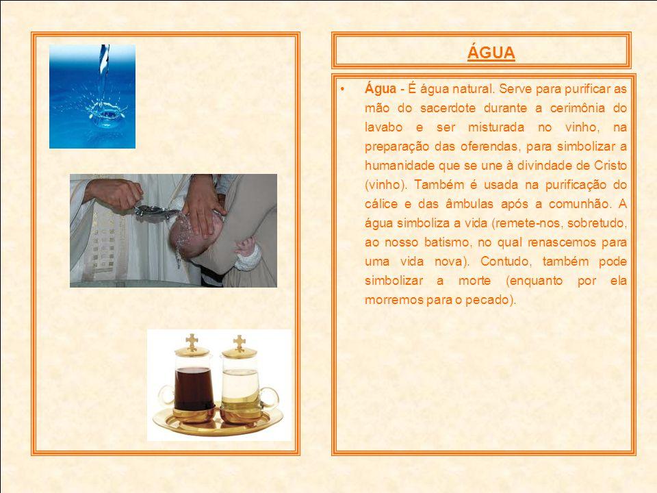 Água - É água natural. Serve para purificar as mão do sacerdote durante a cerimônia do lavabo e ser misturada no vinho, na preparação das oferendas, p