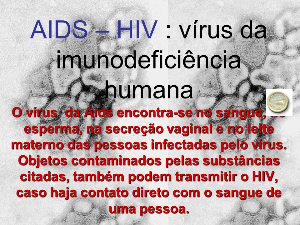 CICLO LÍTICO O vírus se reproduz usando o DNA da célula hospedeira. As linhas em espiral vermelhas no desenho indicam o material genético do vírus. A