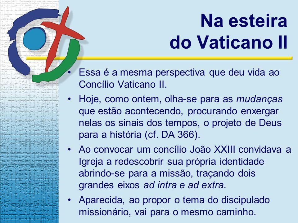 Na esteira do Vaticano II Essa é a mesma perspectiva que deu vida ao Concílio Vaticano II. Hoje, como ontem, olha-se para as mudanças que estão aconte