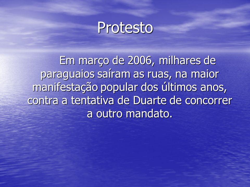 Protesto Em março de 2006, milhares de paraguaios saíram as ruas, na maior manifestação popular dos últimos anos, contra a tentativa de Duarte de conc