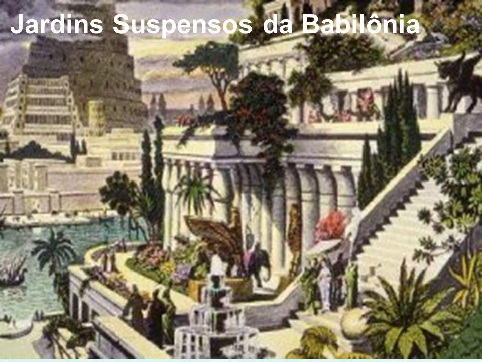 A prática religiosa era politeísta (acreditavam em vários deuses), até mesmo as cidades possuíam deuses particulares, por isso, construíam grandiosos