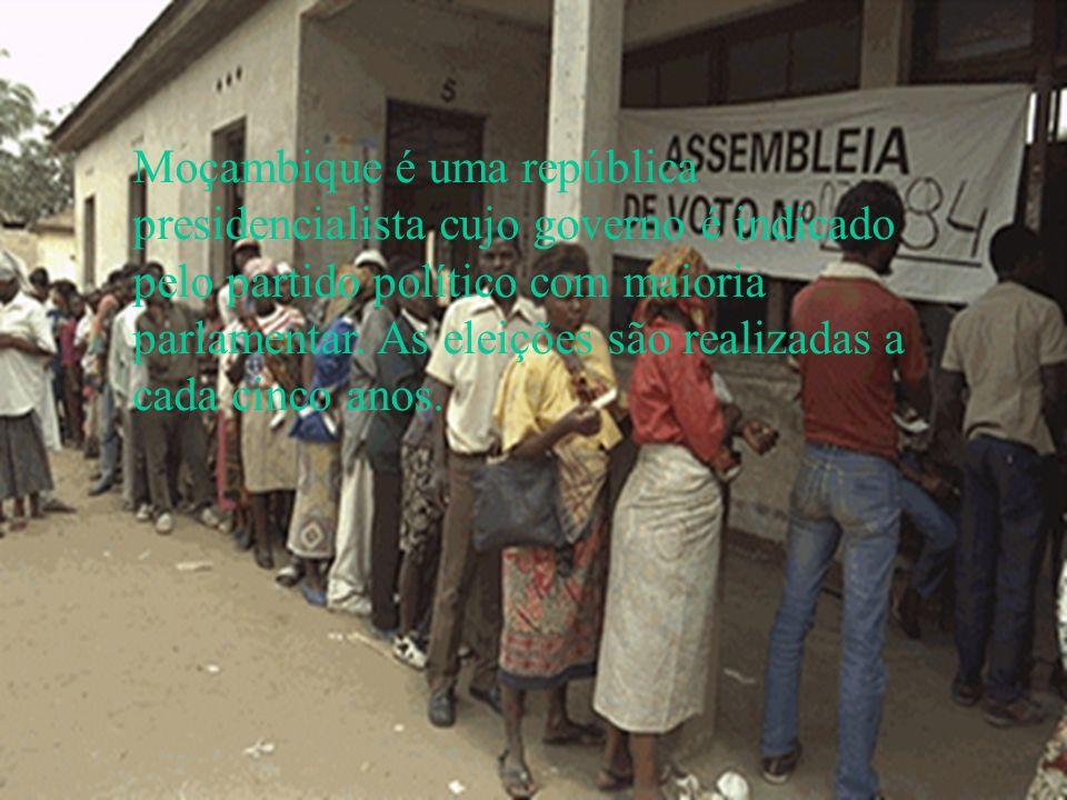 Moçambique é uma república presidencialista cujo governo é indicado pelo partido político com maioria parlamentar. As eleições são realizadas a cada c