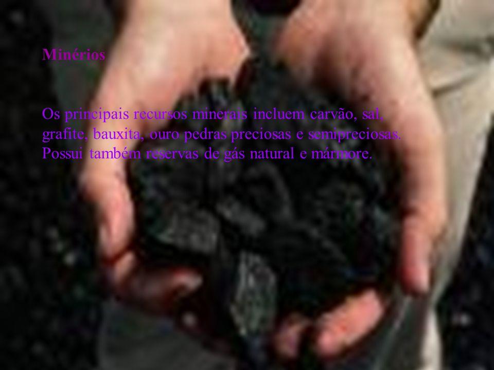 Minérios Os principais recursos minerais incluem carvão, sal, grafite, bauxita, ouro pedras preciosas e semipreciosas. Possui também reservas de gás n