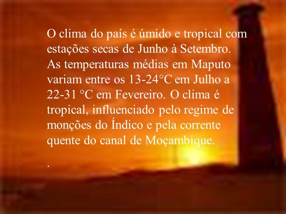 O clima do país é úmido e tropical com estações secas de Junho à Setembro. As temperaturas médias em Maputo variam entre os 13-24°C em Julho a 22-31 °