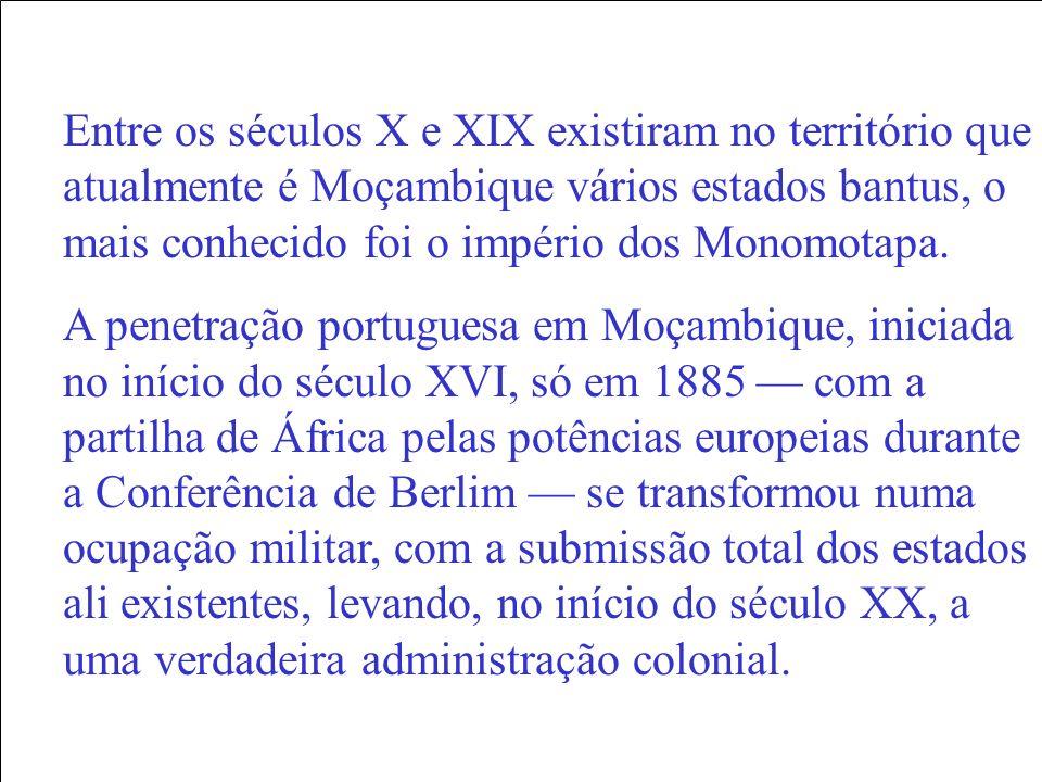 Entre os séculos X e XIX existiram no território que atualmente é Moçambique vários estados bantus, o mais conhecido foi o império dos Monomotapa. A p