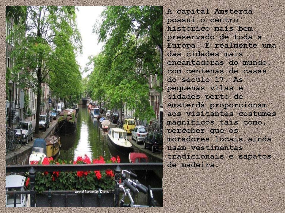 A capital Amsterdã possui o centro histórico mais bem preservado de toda a Europa. É realmente uma das cidades mais encantadoras do mundo, com centena