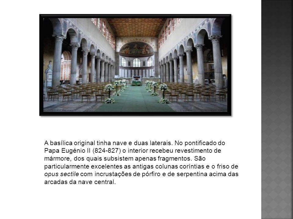 A basílica original tinha nave e duas laterais. No pontificado do Papa Eugénio II (824-827) o interior recebeu revestimento de mármore, dos quais subs