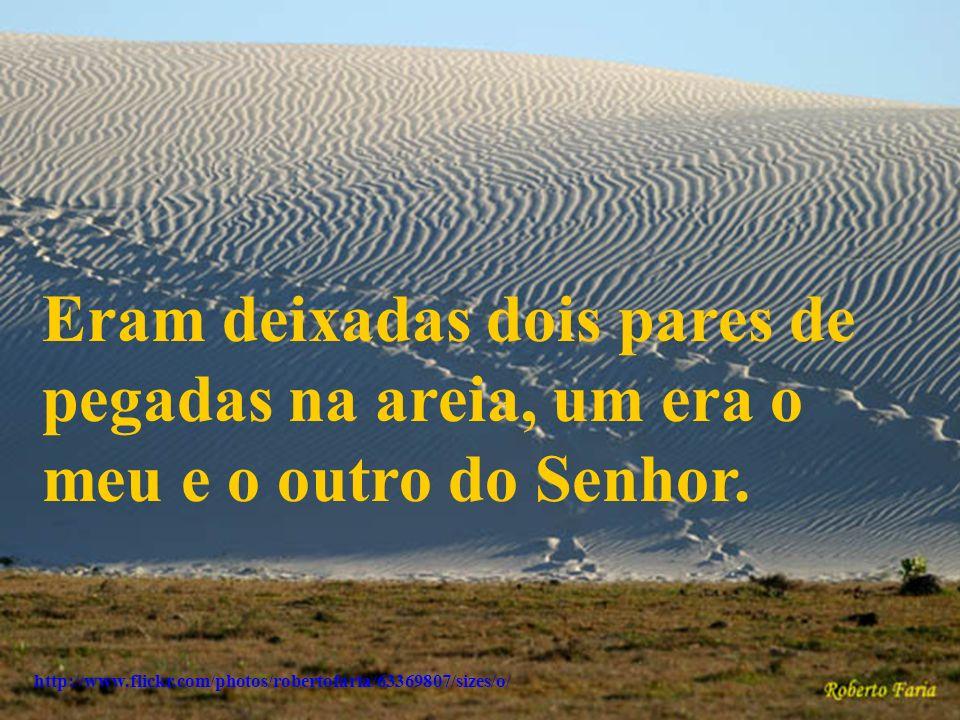 http://www.flickr.com/photos/robertofaria/63369807/sizes/o/ Eram deixadas dois pares de pegadas na areia, um era o meu e o outro do Senhor.