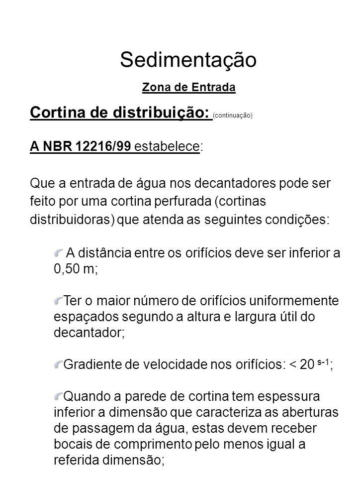 Sedimentação Cortina de distribuição: (continuação) A NBR 12216/99 estabelece: Que a entrada de água nos decantadores pode ser feito por uma cortina p