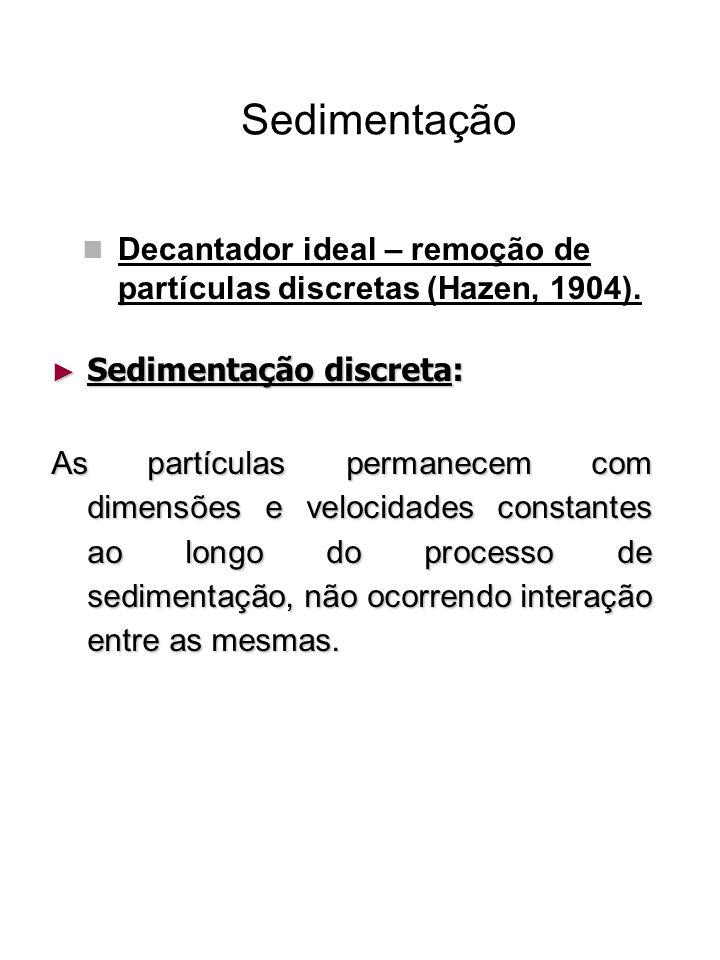 Sedimentação Decantador ideal – remoção de partículas discretas A água escoa com velocidade horizontal constante em qualquer profundidade; As partículas são consideradas discretas e estão sedimentando com a sua velocidade de sedimentação terminal independente da profundidade em que se encontram;