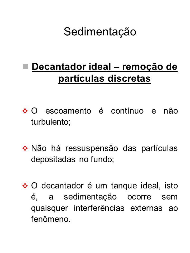 Sedimentação Decantador ideal – remoção de partículas discretas O escoamento é contínuo e não turbulento; Não há ressuspensão das partículas depositad