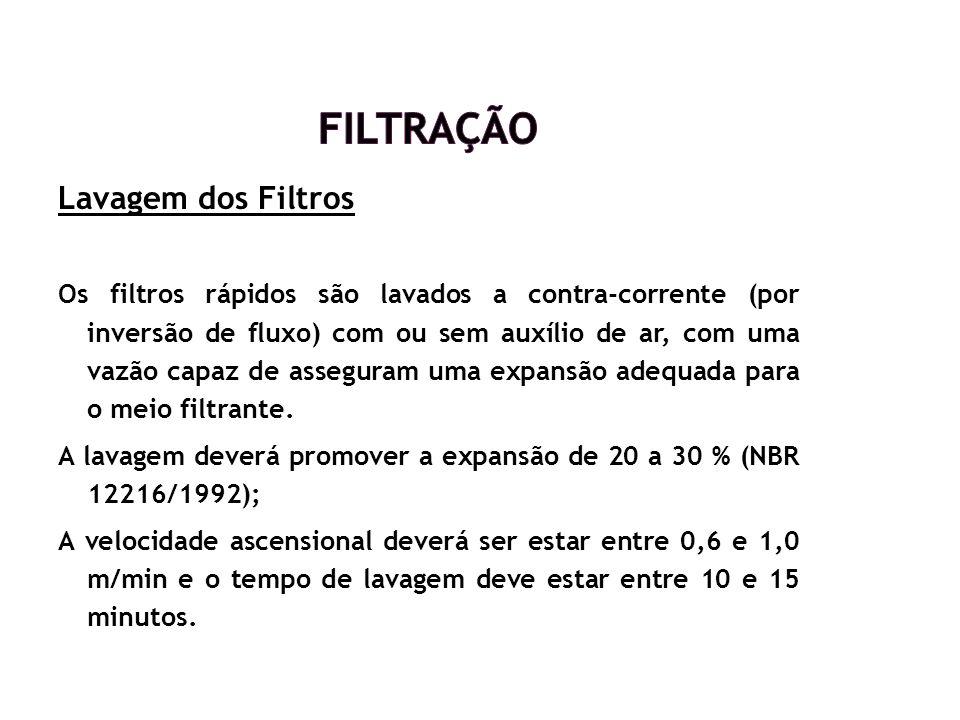 Lavagem dos Filtros Os filtros rápidos são lavados a contra-corrente (por inversão de fluxo) com ou sem auxílio de ar, com uma vazão capaz de assegura