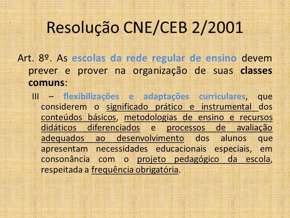 Resolução CNE/CEB 2/2001 Art. 8º. As escolas da rede regular de ensino devem prever e prover na organização de suas classes comuns: III – flexibilizaç