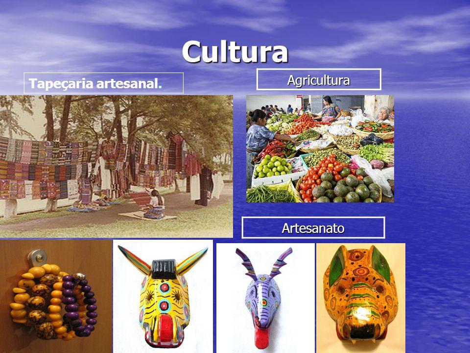Localização A Guatemala é um país da América Central, limitado a oeste e a norte pelo México, a leste pelo Belize, pelo Golfo das Honduras e pelas Honduras e a sul por El Salvador e pelo Oceano Pacífico.
